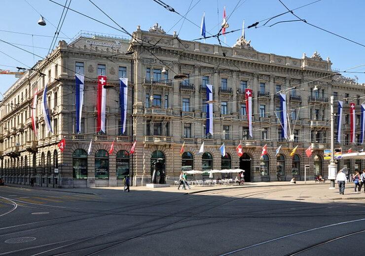 800px-Credit_Suisse_-_Paradeplatz_2011-08-01_16-35-48_ShiftN