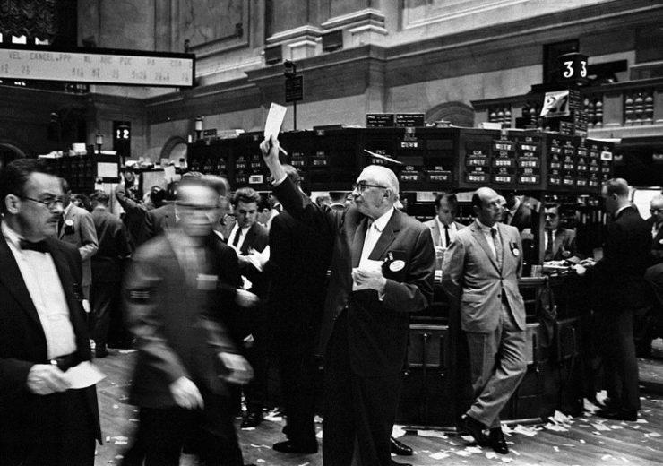 NY stock exchange traders floor Wikimedia Commons