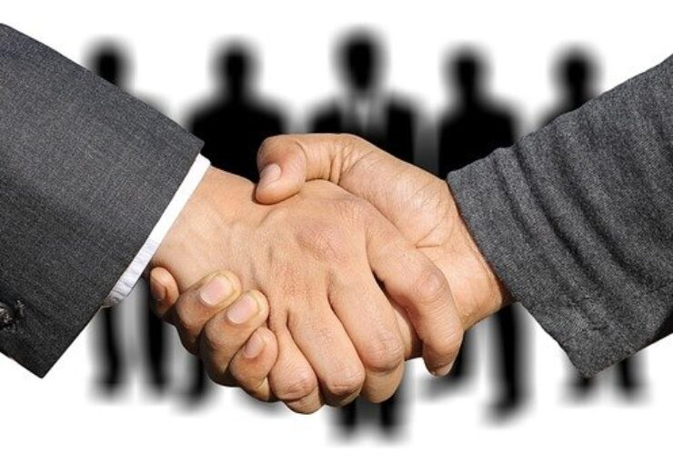 shaking-hands-3091908_6405-740x520