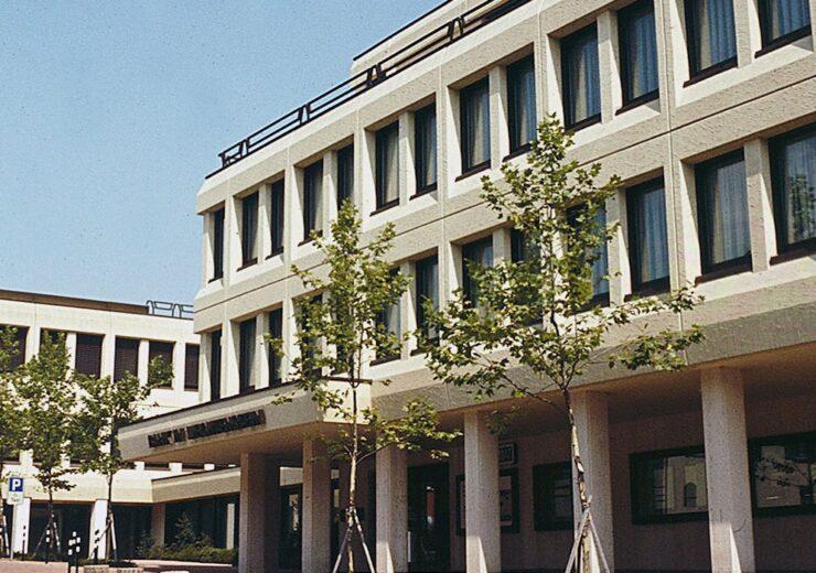 1200px-Bank_in_Liechtenstein,_Vaduz