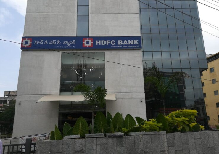 RBI asks HDFC Bank to stop digital launches and credit card issue